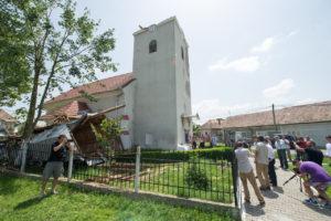 A viharkárokat szenvedett templom 2168_kissgabor